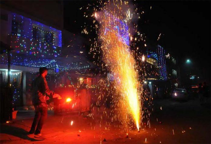 Telangana HC bans sale of crackers