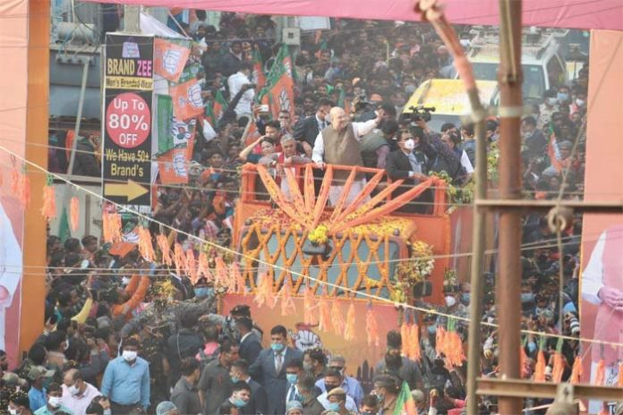 West Bengal fight : Shah's road show attract huge crowds