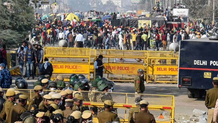Govt. continues with efforts to divide protesting farmers