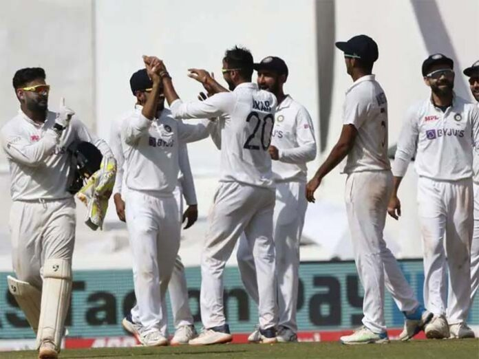 India beats England by Innings, 25 runs in 4th test