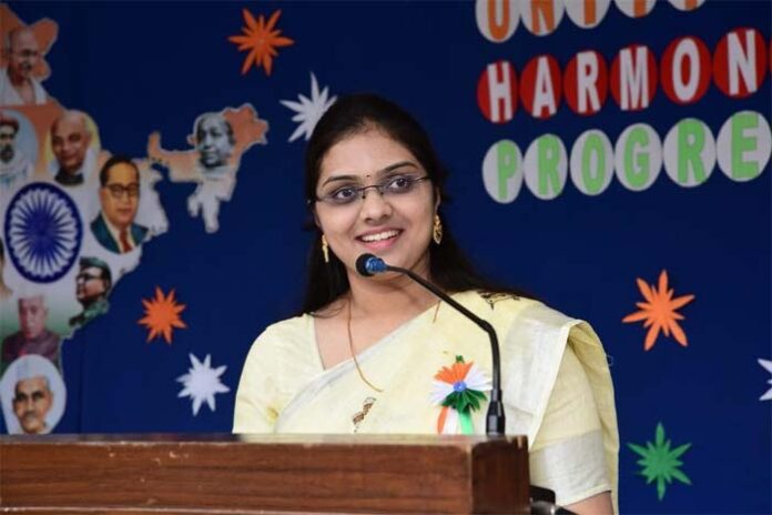 Sruthi, a service minded young, bright doctor
